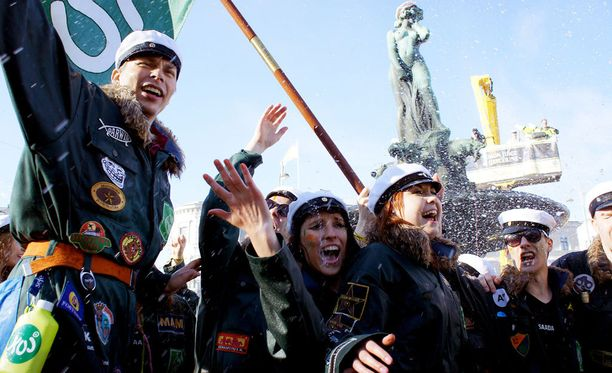 """Havis Amandan eli """"Mantan"""" patsaan lakitus on perinteinen vappuperinne Helsingissä."""