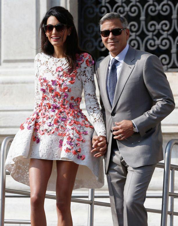 Amal Alamuddin ja George Clooney menivät viikonloppuna naimisiin Venetsiassa.