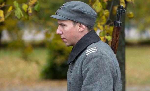 Aku Hirviniemi Tuntemattoman sotilaan kuvauksissa viime lokakuussa.