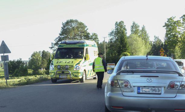Pohjanmaaralli jouduttiin keskeyttämään perjantain osalta katsojan kuolemaan johtaneen onnettomuuden vuoksi Seinäjoella 15. kesäkuuta 2018. Kuvassa autokunnat palaamassa kisakeskukseen keskeytetyn EK 1:n jälkeen.