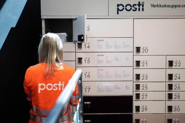 Maaliskuun viimeisinä viikkoina Postin päivittäiset pakettivolyymit kasvoivat kaikkien aikojen ennätykseen koronavirustilanteen seurauksena.