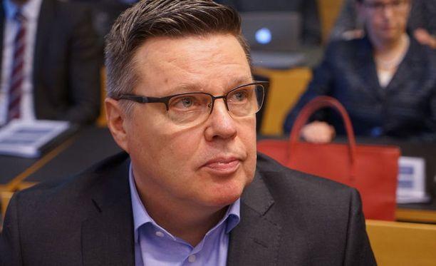 Helsingin käräjäoikeus antaa ratkaisunsa vyyhden päähaarasta torstaina. Aarniota syytetään muun muassa törkeistä huume- ja virkarikoksista.