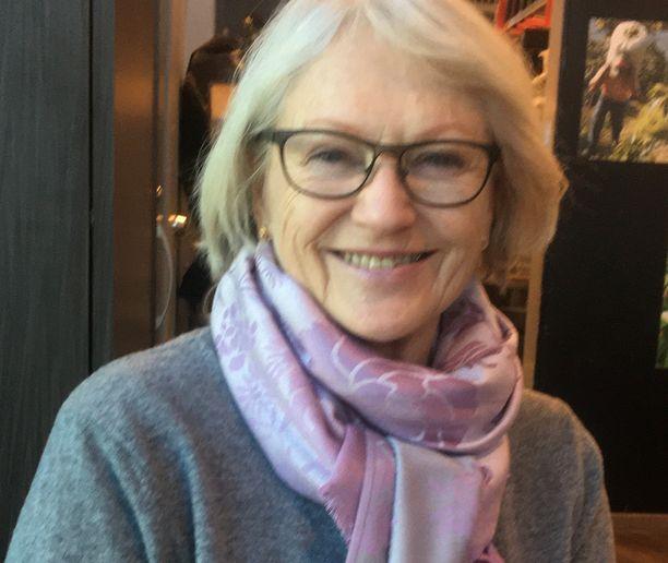 Tammikuussa matka Espanjaan hymyilytti Leena Nuotiota. Nyt kotiinpaluun epävarmuus huolettaa.