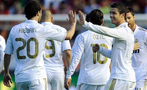Higuain ja Ronaldo pyörittivät Osasunaa.