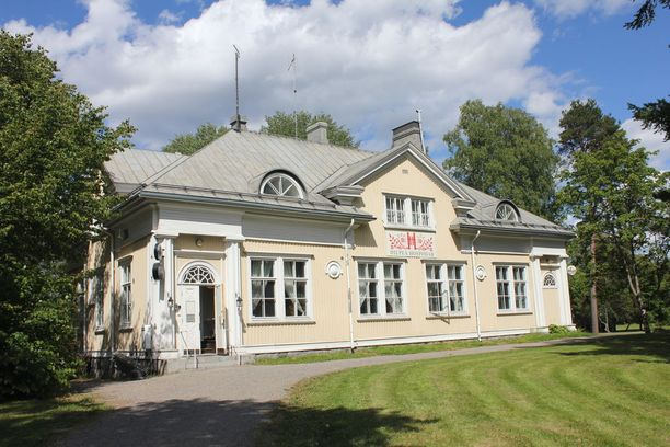 Hilpeä Hospodar toimii satavuotiaassa rakennuksessa.