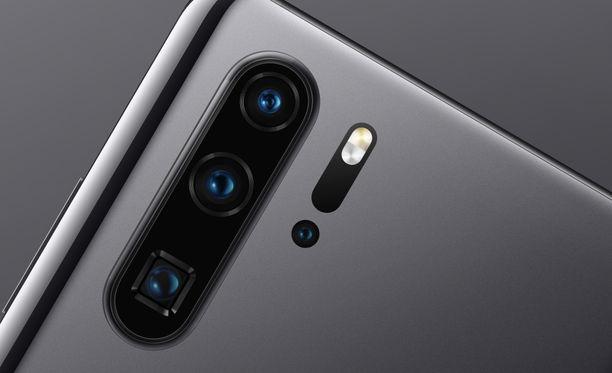 Puhelimen alin takakamera toimii periskoopilla.