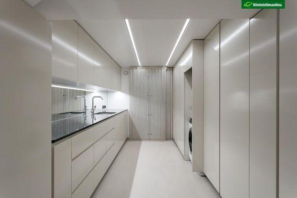 Tämän kodinhoitohuoneen viehätys perustuu sen zenmäiseen yksinkertaisuuteen.