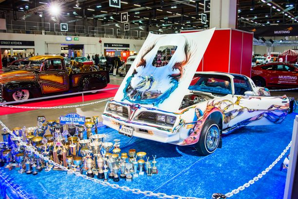 Helmiäismaalattu lowrider-henkinen Pontiac Trans Am ´78, joka oli 80-luvulla yksipohjoismaiden palkituimpia näyttelyautoja on entisöity aikanaan voittoisaan loistoonsa.