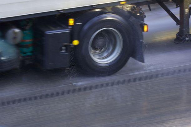 Kuorma-auton kuljettaja pakeni onnettomuuspaikalta. Kuvituskuva.