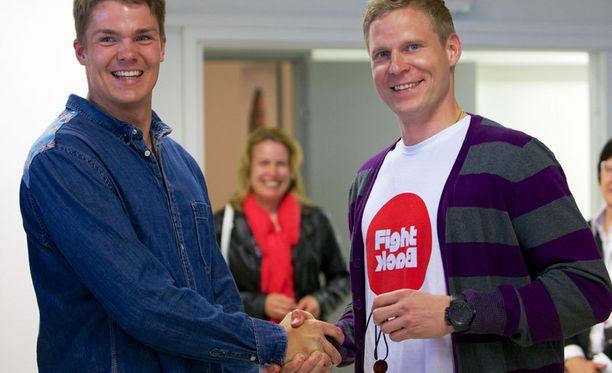 Mikko Koivu tukee Pekka Hyysalon projektia turvallisemman urheilun puolesta.