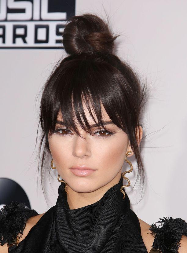 Tältä Kendall näytti otsatukassa ja huulissaan vuonna 2015.