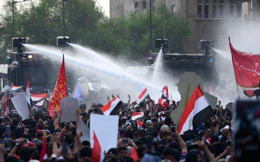Ainutlaatuista videomateriaalia Bagdadin kaduilta –mielenosoitukset kukistettiin verisesti