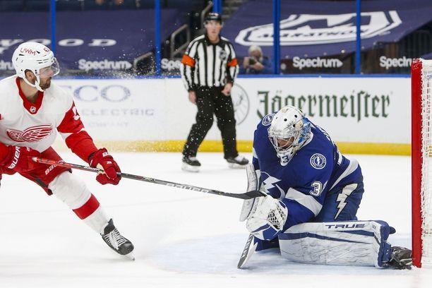 Tampa Bay Lightningin suomalaismaalivahti Christopher Gibson torjui 22 kertaa Detroit Red Wingsia vastaan.