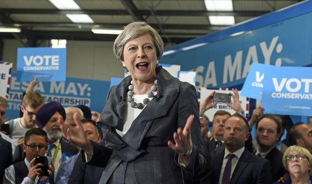 Britannian pääministeri Theresa May haluaa vahvistaa asemaansa.