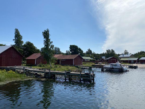 Tammion saaren suojainen satama.
