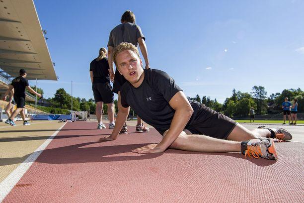Mikko Rantanen valuttaa kesäisin hikeä Turun urheilukentillä.