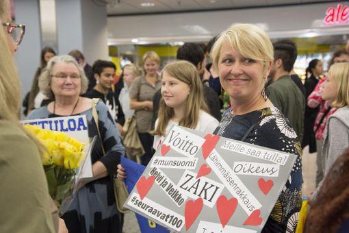 Turvapaikanhakijoita aktiivisesti auttava tutkija Sanna Valtonen oli mukana Zakin vastaanottokomiteassa.