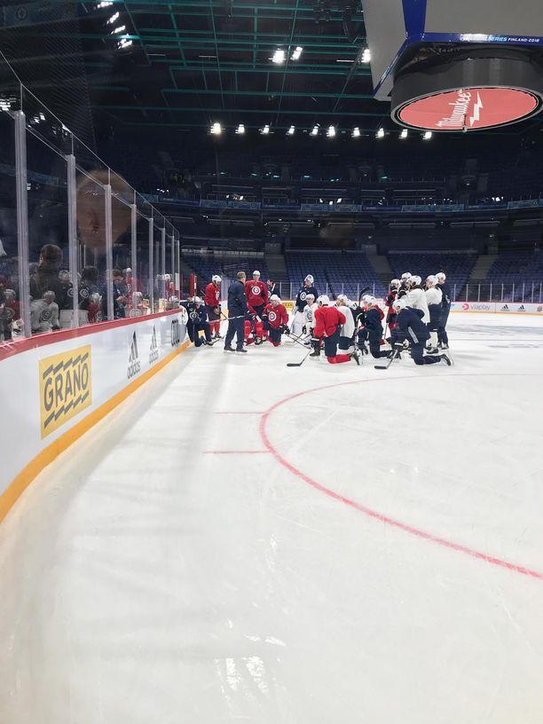 Winnipeg Jets otti tiistaiaamuna tuntumaa tulevaan ottelunäyttämöön.