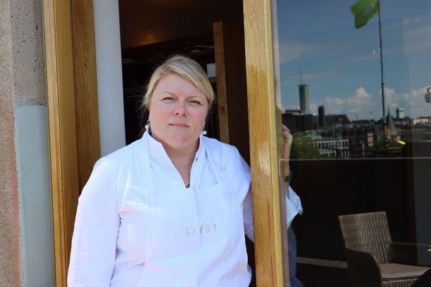 Savoyn keittiömestari Helena Puolakka varautui iloisiin uutisiin jo etukäteen.