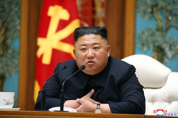 Pohjois-Korean valtionmedian kuva Kim Jong-unista maan johdon kokouksessa 11. huhtikuuta. Tämän jälkeen Kim Jong-unia ei ole nähty.