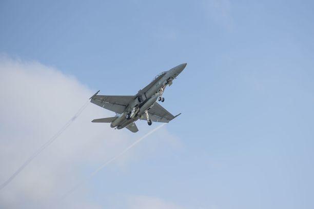 Kone laskeutui lopulta alas turvallisesti. Kuvan Hornet ei liity tapaukseen.