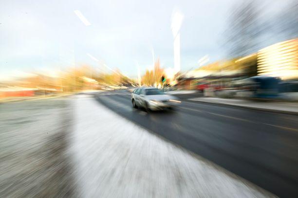 Viime lokakuussa Valtatie 6:lla Lappeenrannassa tapahtunut ajo toi tuomion sekä kuskille että matkustajalle. Kuvituskuva.