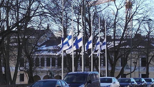 Porin kaupunki järjesti suruliputuksen Olli Lindholmin muistoksi heti suru-uutisen tultua julki.