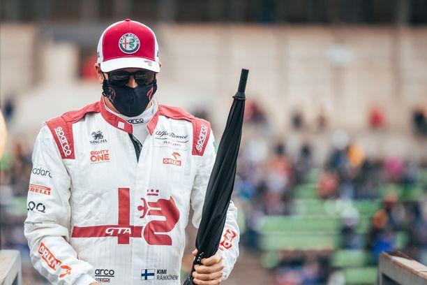 Kimi Räikkönen ei pääse osallistumaan Alfa Romeon kotikisaan.