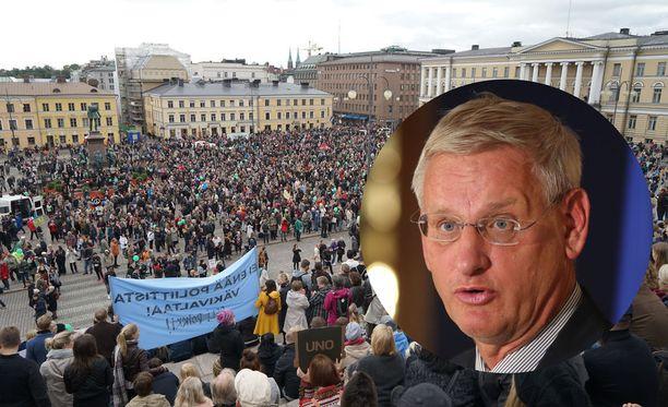 Iltalehden tietojen mukaan Ruotsin ex-pääministeri Carl Bildt puhuu Helsinki Calling -mielenosoituksessa maanantaina 16. heinäkuuta.