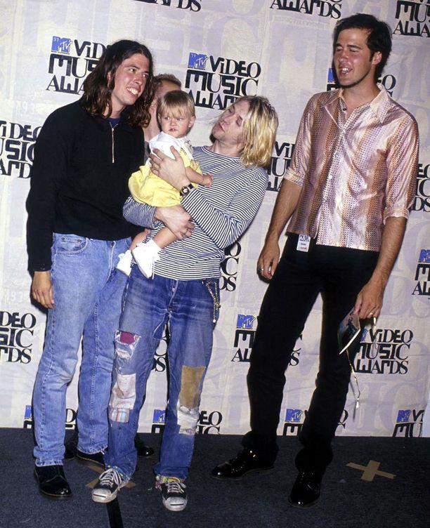 Nirvana ja Cobainin tytär Frances Bean MTV:n musiikkigaalassa vuonna 1993.