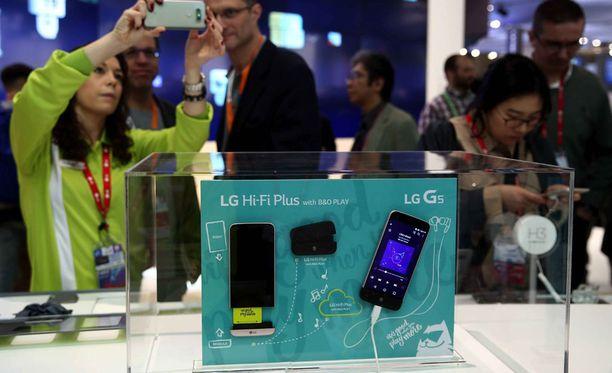 Suomalaisten ostamien puhelinten keskimääräinen hinta on noussut parilla prosentilla viime vuodesta.