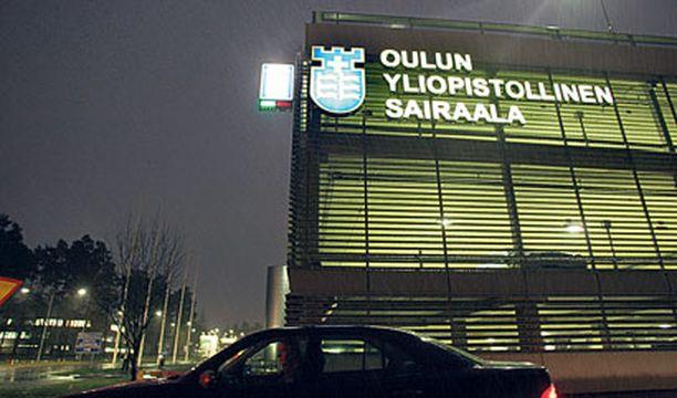 HELIKOPTERILLA SAIRAALAAN Vakavasti loukkaantunut poika leikattiin sunnuntaina Oulun yliopistollisessa sairaalassa.