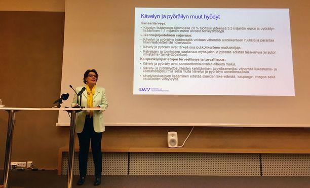 Suomeen nimitetään kävelyn ja pyöräilyn kansallinen koordinaattori. Säännöllisesti tarvittavia lähipalveluita ohjataan kävelyn ja pyöräilyn kannalta suotuisille alueille. Lisäksi selvitetään mahdollisuudet käynnistää pyörämekaanikkokoulutus osana ajoneuvoalan peruskoulutusta.
