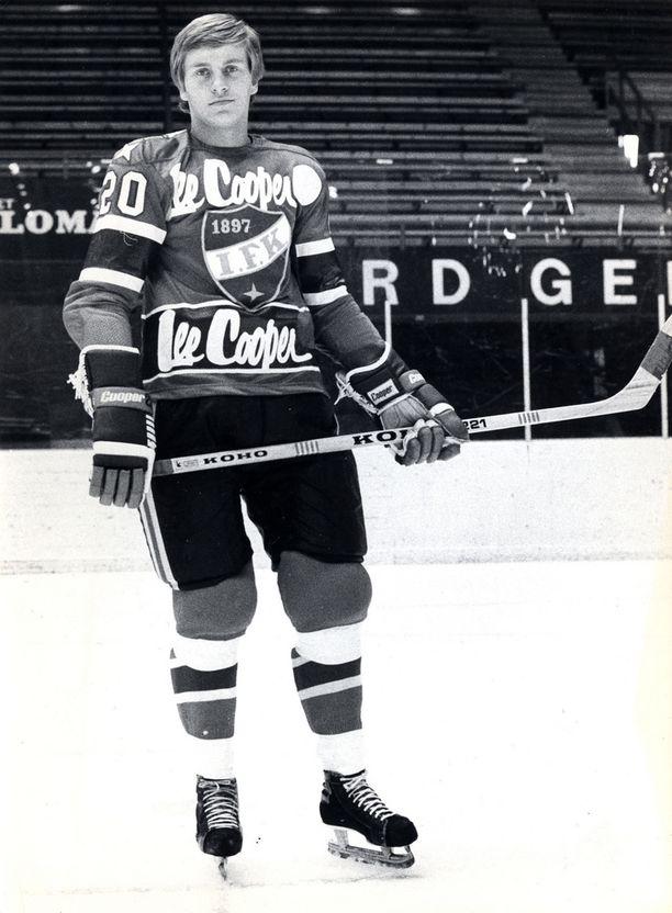 Matti Hagman nousi HIFK:n SM-sarjajoukkueeseen jo kaudella 1972-73. Hän teki 13 ottelussa kovat tehot 11+5=16. Kuva 70-luvun puolivälistä.