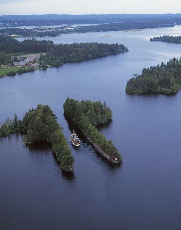 Haijan kanava Varkaudessa kulkee halkaistun saaren läpi.