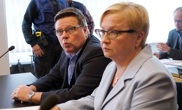 Aarniolle ja UB-pomo Vilhuselle vaaditaan rangaistusta törkeästä todistusaineiston vääristelemisestä.