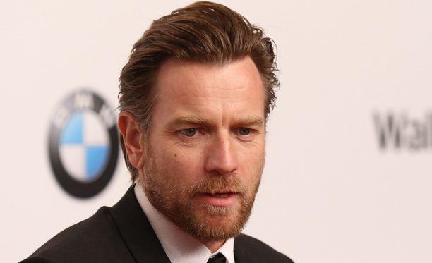 Ewan McGregor on saanut vaimonsa jättämisestä somessa kuraa niskaansa.
