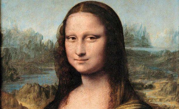 Mona Lisan kasvoilla on salaperäinen hymy.