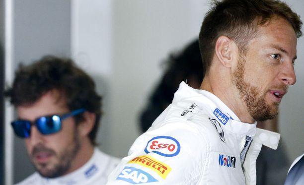 Jenson Button (oik.) ei täysin sisäistänyt Fernando Alonson lausuntoja koskien F1:n jättämistä.