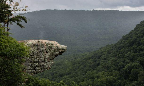 Hawksbill Crag on valokuvauksellinen paikka, mutta viime vuosina se on koitunut useiden ihmisten turmaksi.