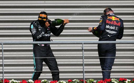 """Lewis Hamilton: """"Max Verstappen tarvitsisi vahvemman tallikaverin"""" – nosti esiin Valtteri Bottaksen"""