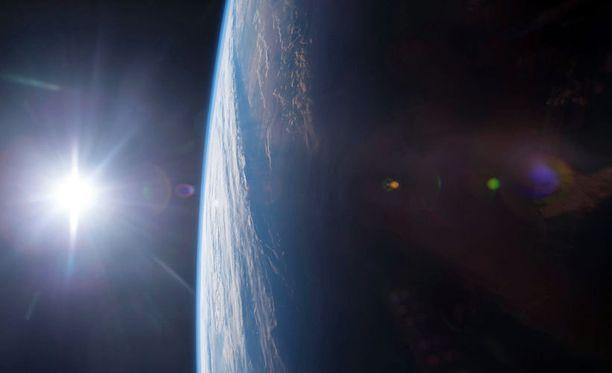 Maa kuvattuna kansainväliseltä ISS-avaruusasemalta. Google Earthin virtuaalinen karttapallo on rakennettu satelliittikuvista.