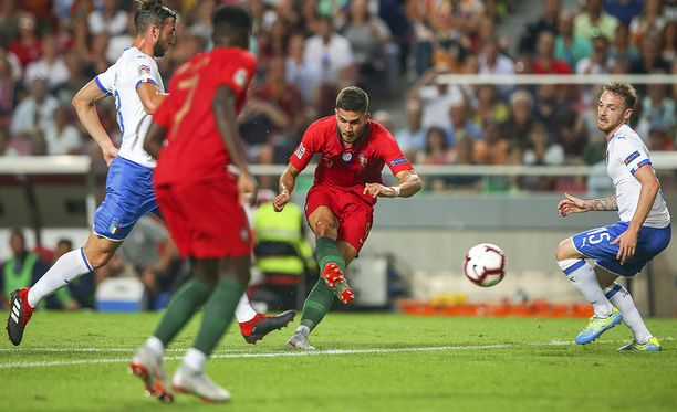 André Silva (kesk.) oli Portugalin sankari Italia-voitossa.