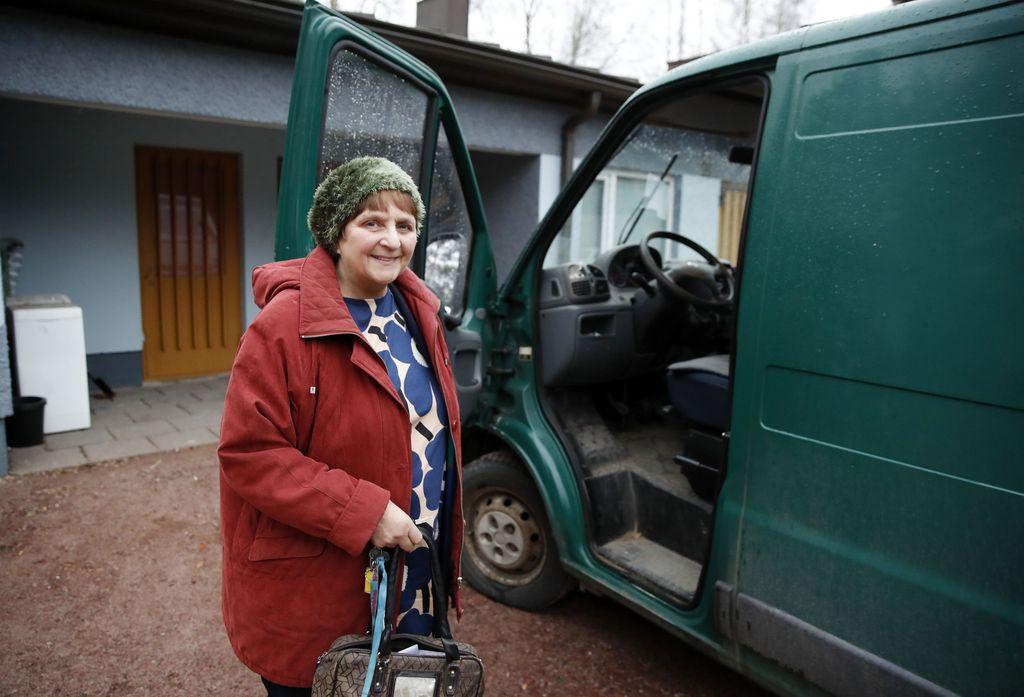 Annikki Ruohomäki ajattelee, ettei hänen omaisuutensa ole hänen. Hän on testamentannut sen jo vuosia sitten.