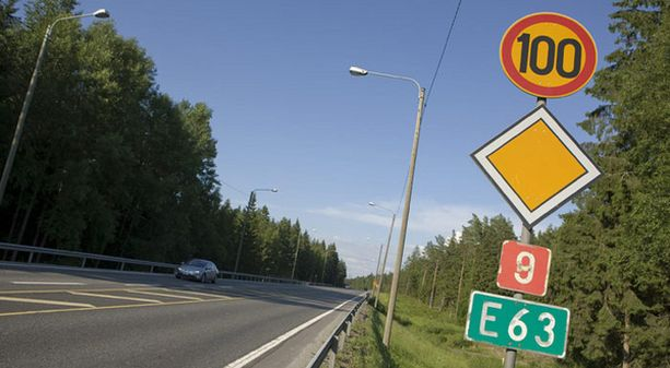 nopeusrajoituksilla voitaisiin hillitä liikennekuolemien määrää.