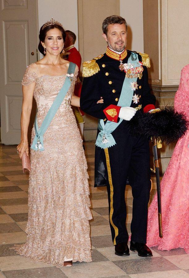 Kruununprinsessa Maryn asu ihastutti kansainvälista mediaa kruununprinssi Frederikin 50-vuotisjuhlissa.