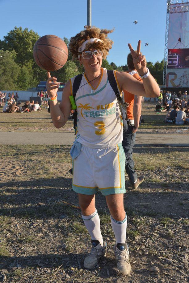 Mukaan lähtenyt koripallo kruunasi kymiläisen Sauli Silvosen sporttisen asukokonaisuuden.
