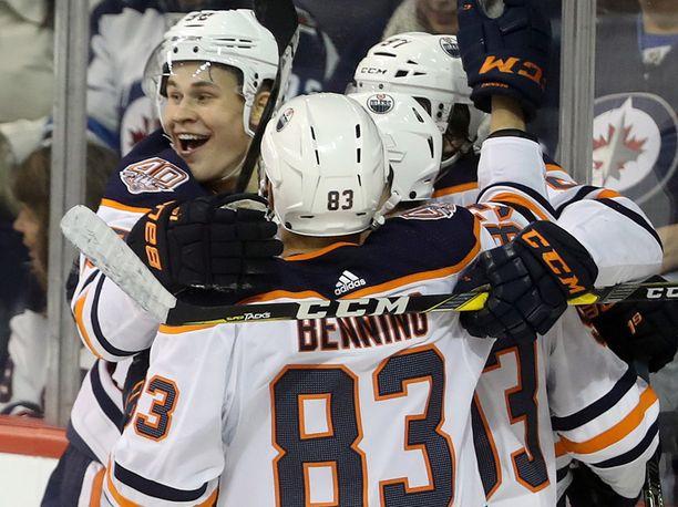 Jesse Puljujärvi (vasemmalla) iski kauden ensimmäisen kaappinsa.