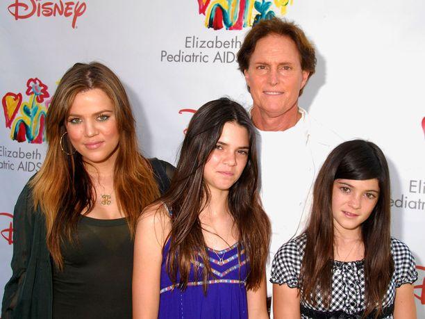Tältä Khloe Kardashian, Kendall Jenner, Caitlyn Jenner ja Kylie Jenner näyttivät kesällä 2008.