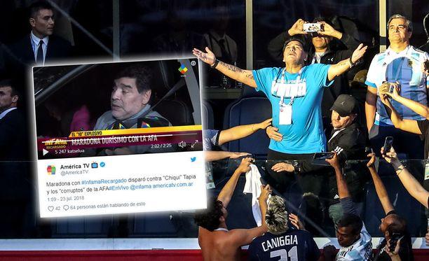 Diego Maradonalla oli suuria vaikeuksia saada sanoja suusta, vaikka oli juuri hypännyt auton rattiin.